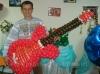 гитара из воздушных шаров