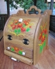 Хлебница деревянная ручной работы украшена росписью – оригинальный подарок